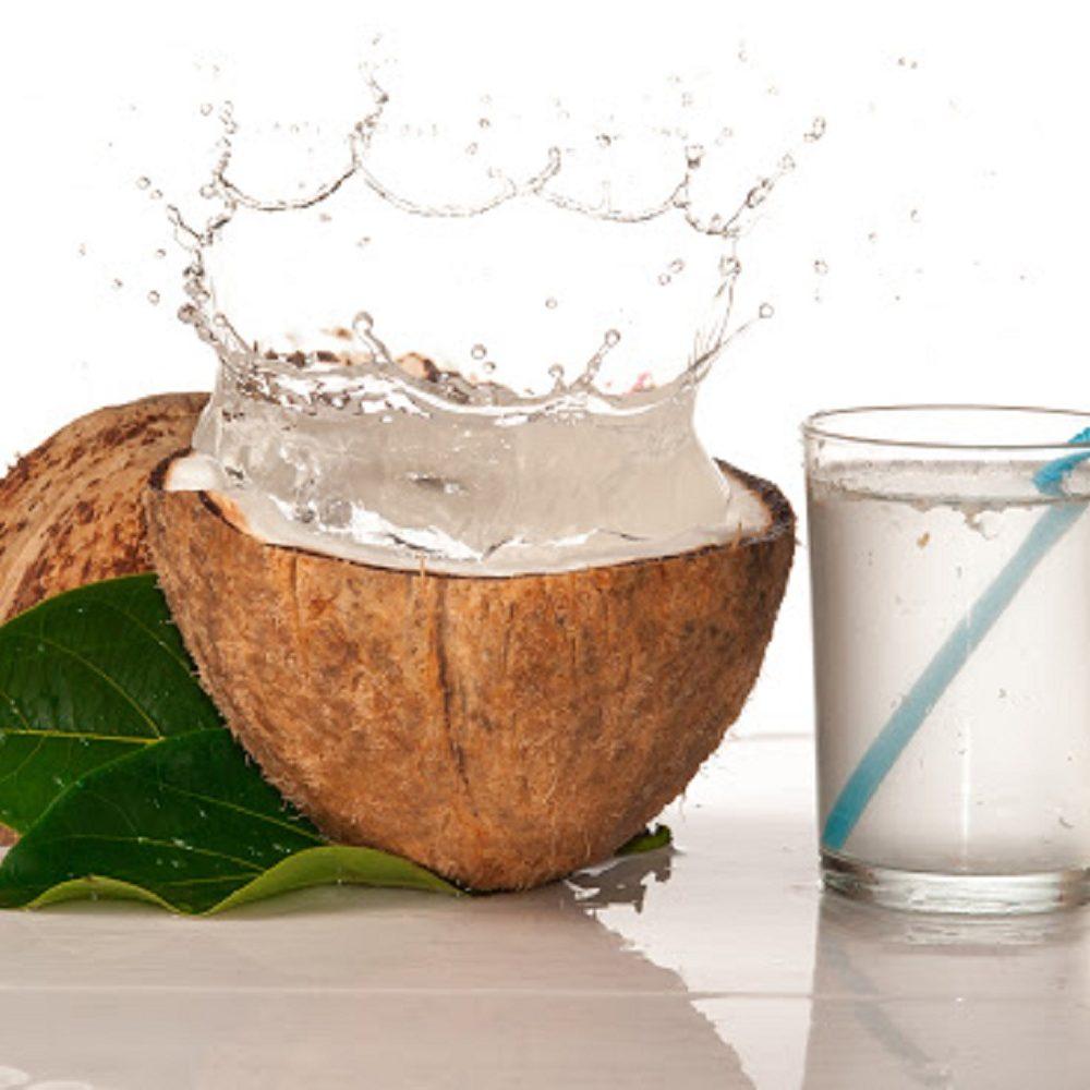 Por qué beber agua de coco: descubre todos sus beneficios