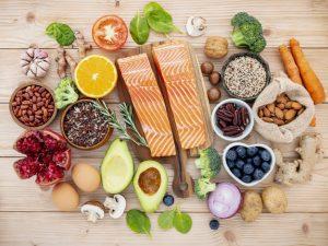 Adoptar una dieta antioxidante contra la caída del cabello