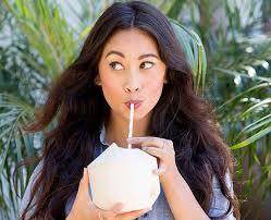Cómo consumir agua de coco