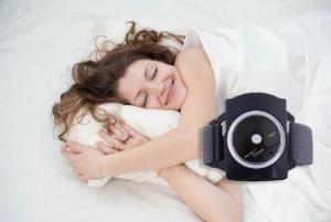 SnoreStop Plus reloj antirronquidos, cómo usarlo, como funciona, efectos secundarios